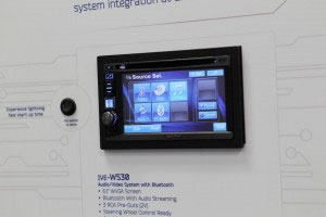 alpine ive w530r vs pioneer avh 2400bt laquelle de ces. Black Bedroom Furniture Sets. Home Design Ideas